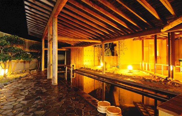 บ่อน้ำร้อนกลางแจ้งชายตอนกลางคืน (ชิราอุเมะโนะยู)