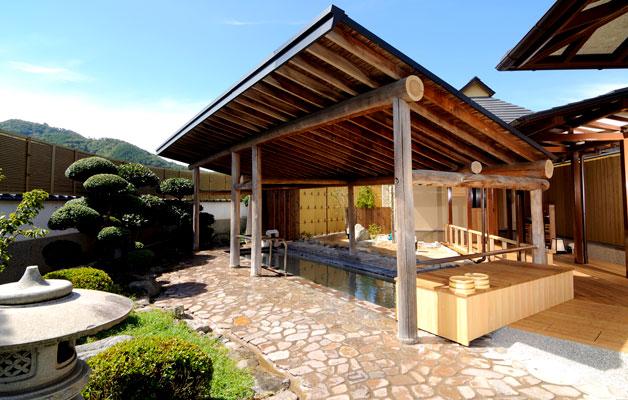 湯郷温泉旅館 季譜の里 男性露天風呂(白梅の湯)