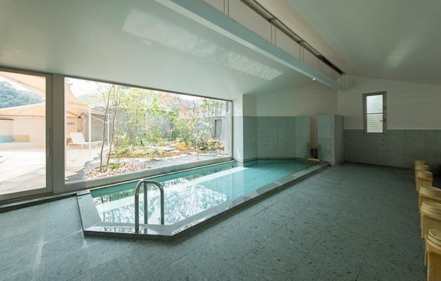 Grand bain pour femme (Koubai no Yu)
